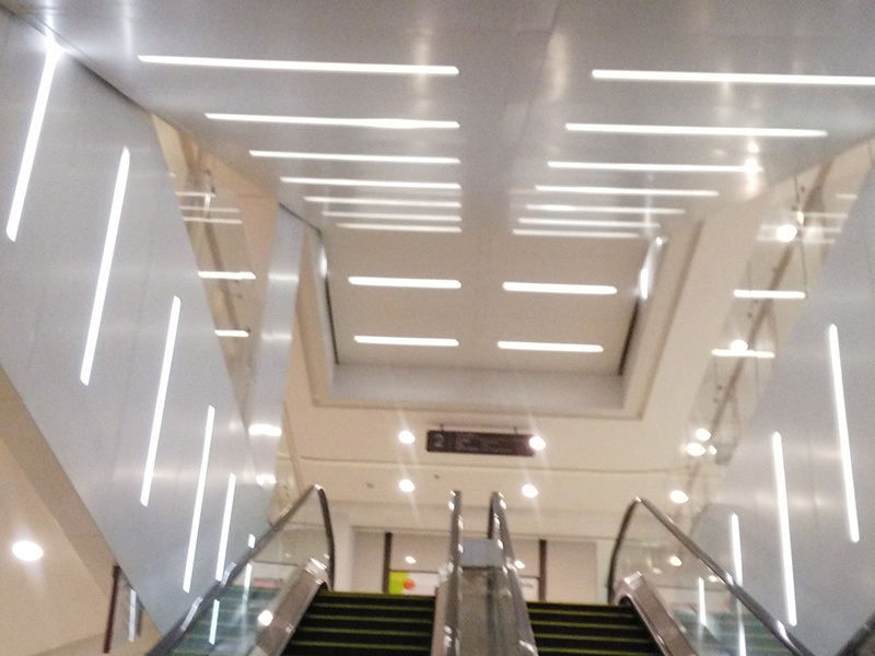 Recessed LED Linear Light LW50 Used in the Shoping Mall